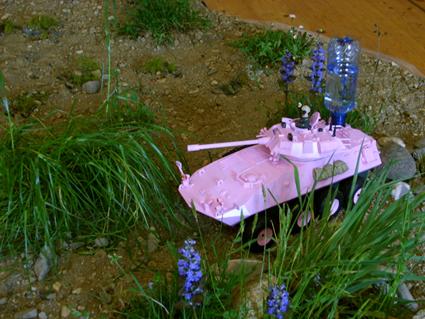Kunstinstallation, 2010, Modellpanzer, Wasser, Biorama